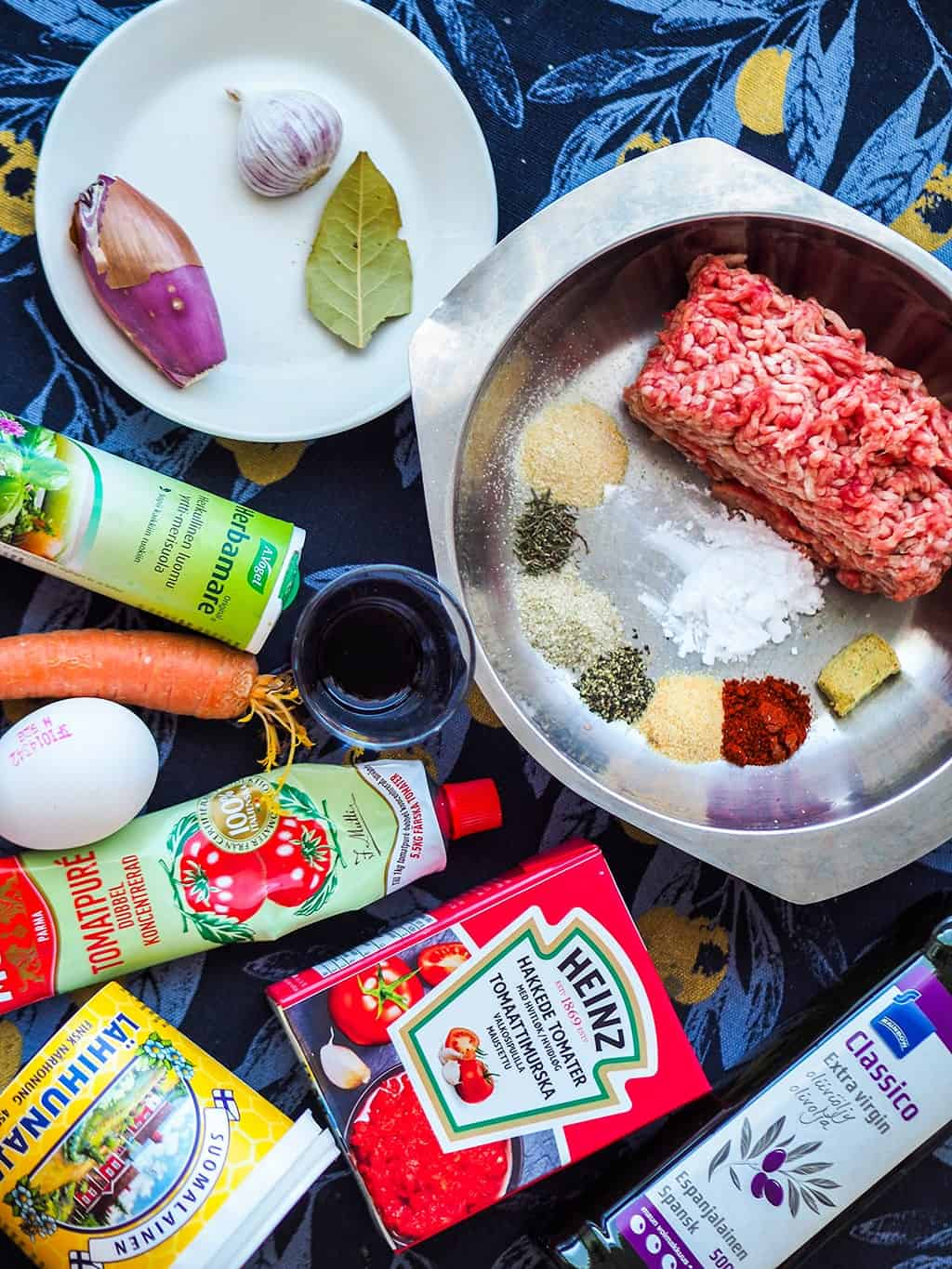 Ingredients for this gluten-free meatballs in tomato sauce recipe.