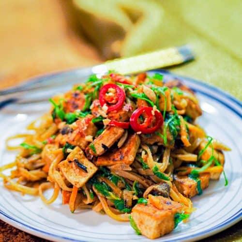 Quick one pan vegan pad thai recipe with tofu